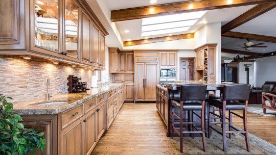 Een warme uitstraling aan je interieur geven met hout